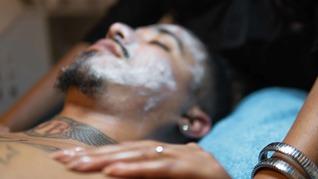 Fibromen/steelwratjes verwijderen gezichtsbehandeling